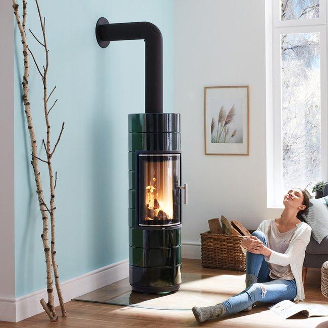 Das Feuer eines Kachelofens, Kaminofens und Heizkamins bietet Wärme in ihrer schönsten Art.
