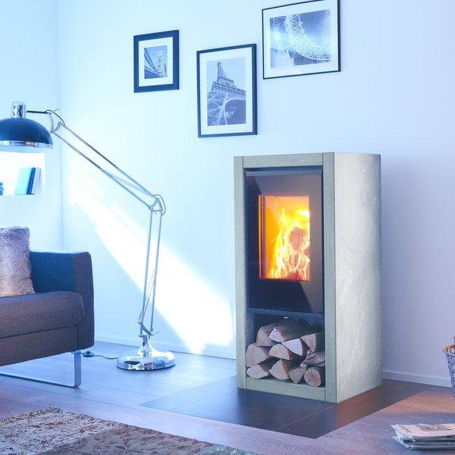 Heizen mit Holz in Kaminöfen, Heizkaminen und Kachelöfen bietel flexible Wärme.