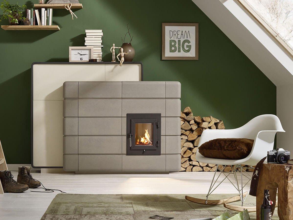 Moderne emissionsarme Holzfeuerstätte: Grundofen mit grauer Großkachel-/Großkeramik-Verkleidung, Dachzimmer