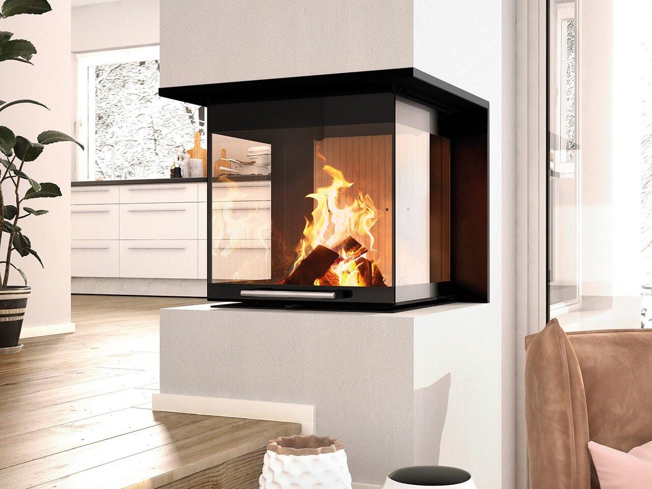Eine moderne Holzfeuerstätte (hier ein Kaminofen) ist 1.BImSchV-konform, sie ersetzt einen in die Jahre gekommenen Ofen